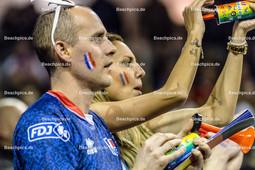 2016_177_OlympiaQuali_Halbfinale_Frankreich-Polen | französische Fans mit Trikot, bemalt und Trompete