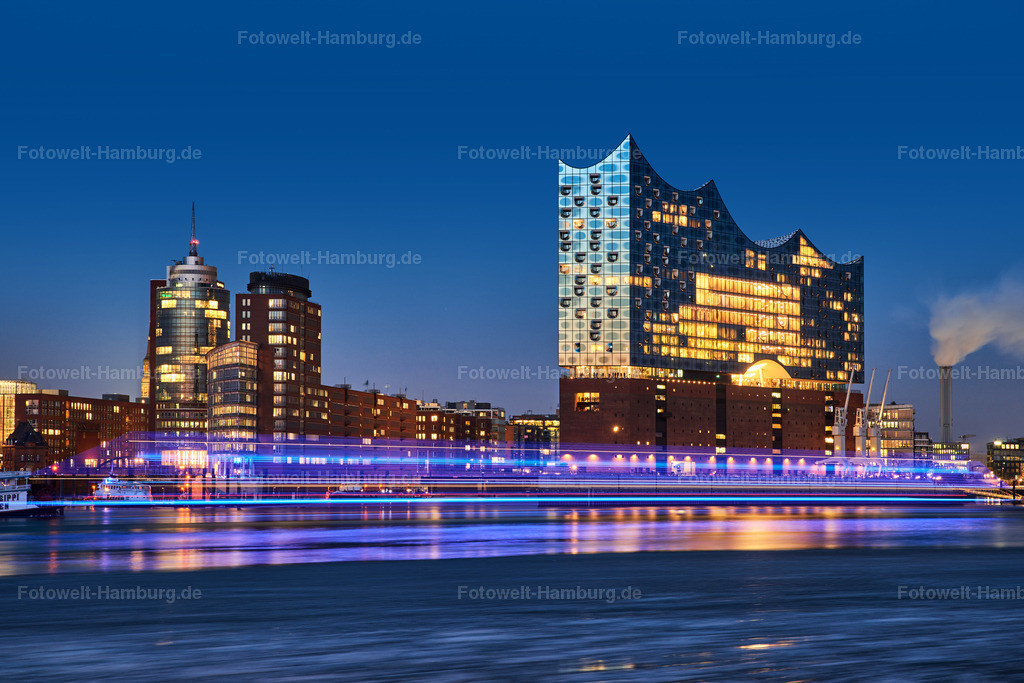 12001660 - Elbphilharmonie und Schiffslichter | Blaue Stunde im Hamburger Hafen mit vorbeifahrendem Fahrgastschiff