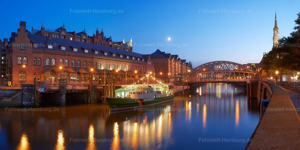 11738116 - Zollmuseum und Speicherstadt zur blauen Stunde