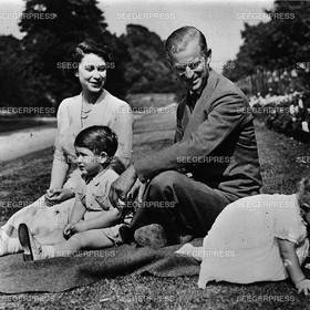 England, Grossbritannien, Kšnigin Elizabeth II. mit Ehemann Prinz Philip, Herzog von Edinburgh und den Kindern Prinz Charles, FŸrst von Wales und Prinzessin Anne von Gro§britannien, Retro
