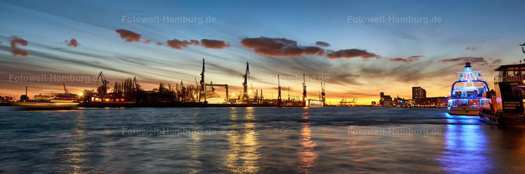 12026256 - Blaue Stunde am Hamburger Hafen | Blick von den Landungsbrücken auf den Hamburger Hafen