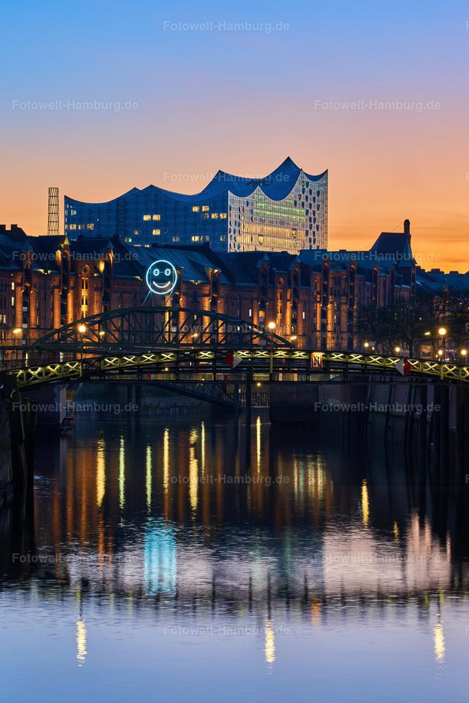 10190314 - Elbphilharmonie und Zollkanall | Blick über den Zollkanal an der Speicherstadt auf die Elbphilharmonie