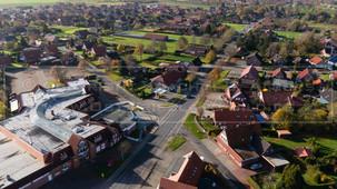 05466_2 | Luftbild der Ortschaft 26556 Westerholt, Straßenverlauf der Nordener Straße, Siedlungsgebiet Up de GastSamtgemeinde Holtriem, Landkreis Wittmund