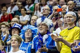 2016_033_Spiel1OlympiaQualiBulgarien-Finnland | verkleidete finnische Fans