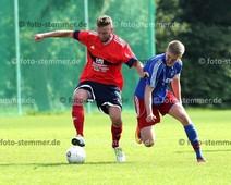 Foto: Michael Stemmer | © Michael Stemmer Fußball Bezirksliga West- Saison 2017- 2018 Datum: 10.9.2017 Spiel: Kummerfelder SV gegen SVHR 2 Björn Petersen   (KSV) gegen Marcel Böhm  (SVHR2)