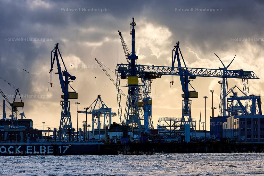 11887533 - Lichtstimmung hinter dem Dock Elbe 17