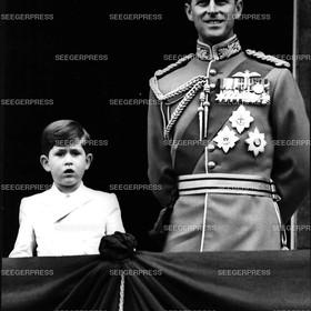 England, Grossbritannien, Prinz Charles von Gro§britannien, FŸrst von Wales mit seinem Vater Prinz Philip, Herzog von Edinburgh, Retro