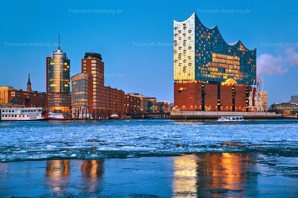 11977848 - Elbphilharmonie zur blauen Stunde | Wunderschöner Blick auf die Elbphilharmonie an einem eiskalten Winterabend