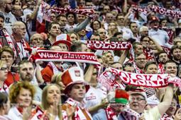 2016_039_OlympiaQualiDeutschland-Polen | polnische Fans mit Schal