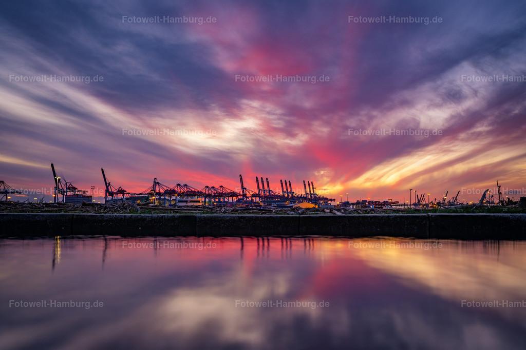 10200308 - Abendrot im Hamburger Hafen | Blick auf die Kräne am Burchardkai im Hamburger Hafen bei eindrucksvoller abendlicher Lichtstimmung.