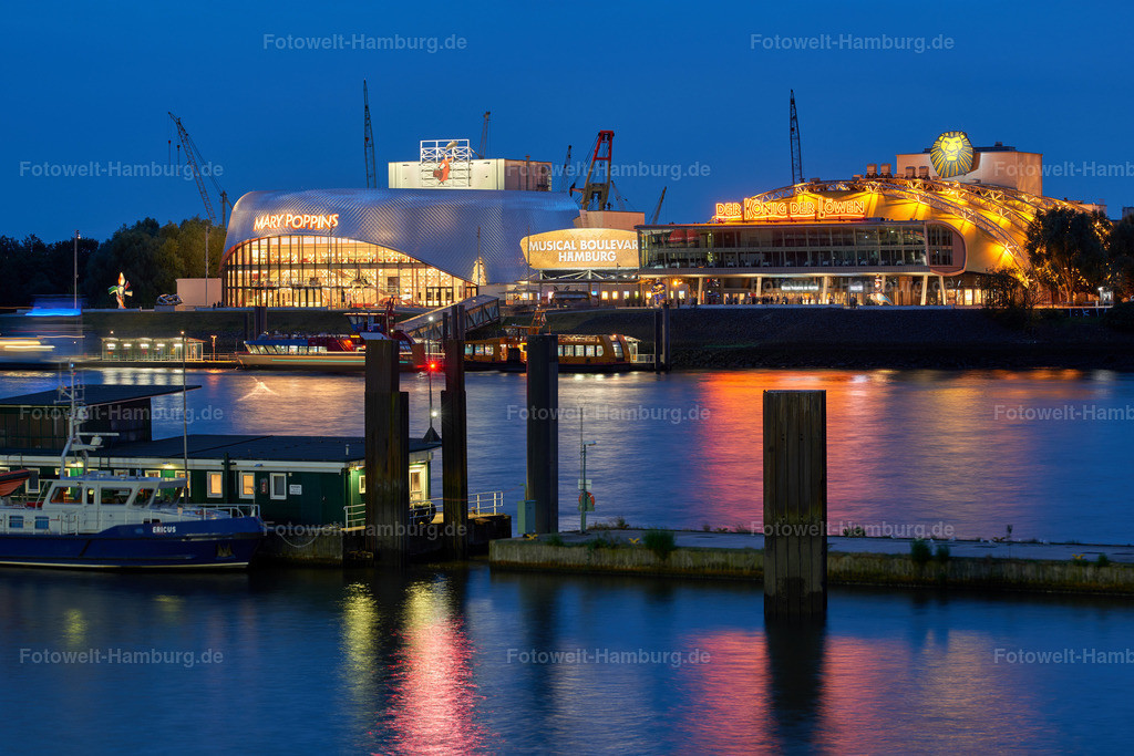 10190809 - Musical Theater im Hafen | Blick über die Elbe auf die Musical Theater im Hafen