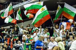2016_011_OlympiaQualiFrankreich-Bulgarien | jubelnde bulgarische Fans mit Fahnen