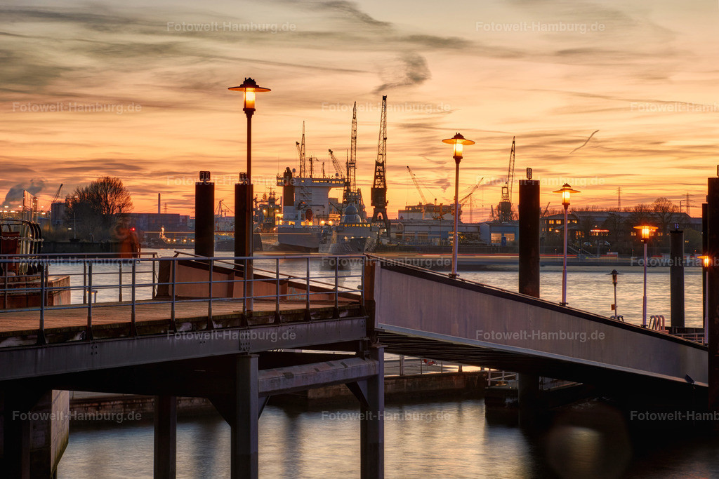 11643398 - Sonnenuntergang am Niederhafen
