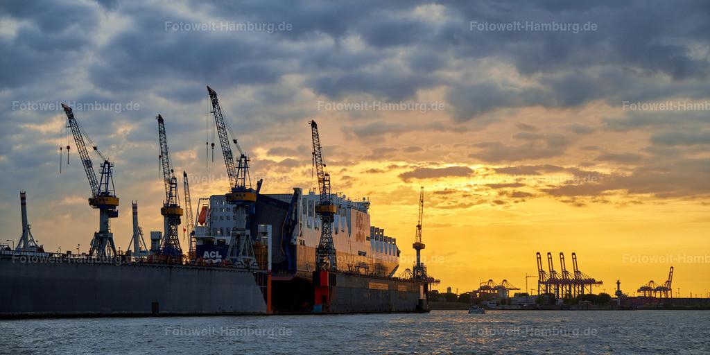 10191013 - Containerschiff bei Sonnenuntergang   Containerschiff