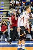 2016_038_OlympiaQualiSuP3_Deutschland-Polen | jubelnder Bundestrainer HEYNEN Vital (head coach Deutschland) mit STEUERWALD Markus (#2 Deutschland) auf dem Feld