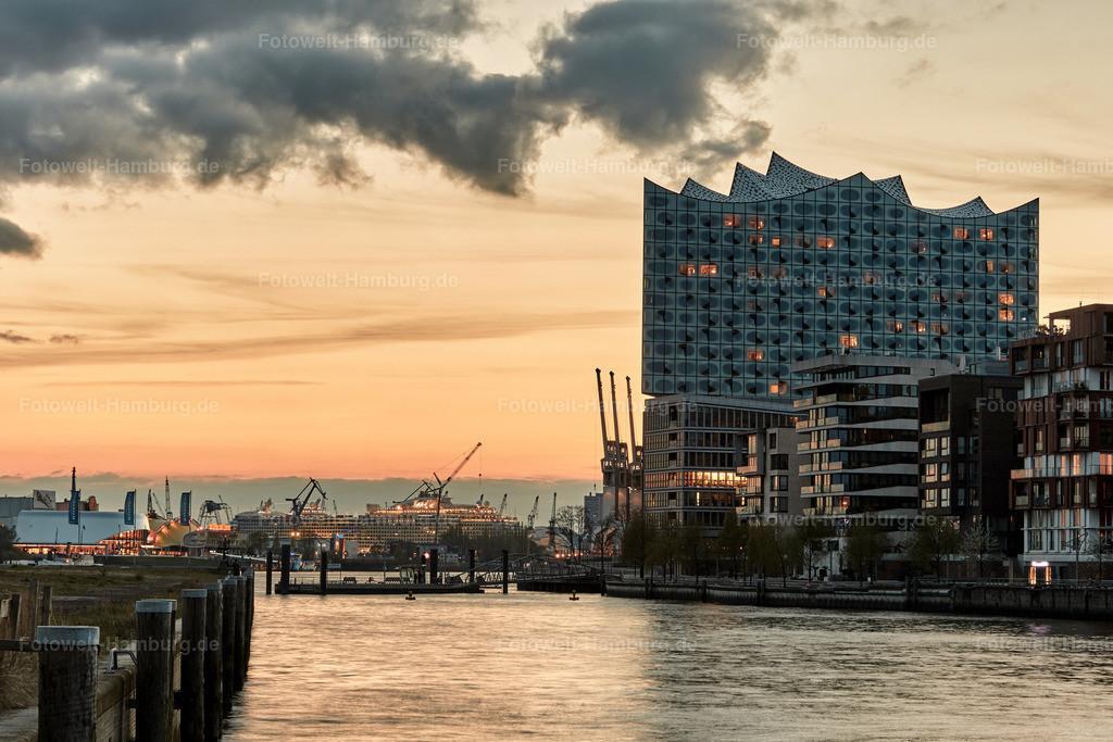 11900433 - Elbphilharmonie und Sandtorhafen   Abendlicht hinter der Elbphilharmonie