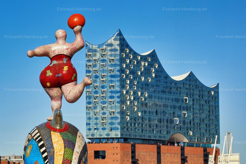 11997150 - Nana und Elbphilharmonie   Nanafigur im Hamburger Hafen und Elbphilharmonie
