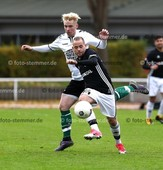 Foto: Michael Stemmer | © Michael Stemmer Fußball, Oberliga- Hamburg, Saison 2017- 2018 Datum: 5.11.2017 Spiel: Wedeler TSV – FC Teutonia 05 Tim Jeske   (TSV Wedel) gegen Andre Friebe (Teutonia)