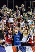 2016_164_OlympiaQuali_Halbfinale_Frankreich-Polen | Jubel französische Fans mit Fahne, Trikot