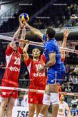 2016_016_OlympiaQualiFrankreich-Bulgarien | Angriff NGAPETH Earvin (#9 Frankreich) gegen Block AGONTSEV Lubomir (#20 Bulgarien) und YOSIFOV Viktor (#12 Bulgarien)