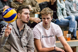 2016_002_BLM_Netzhoppers-Friedrichshafen | Die Verletzten Netzhoppers-Spieler: Ivailo Ivanov (Netzhoppers #2 li) und Robin Hafemann (Netzhoppers #7 re)