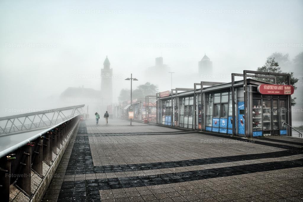 10200204 - Landungsbrücken im Nebel   Eine ganz besondere Stimmung morgens an den Landungsbrücken