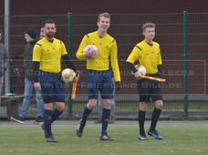 TuS Esens II - TuS Norderney, 04.02.2018 | Fußball, Ostfrieslandklasse A Staffel 1, Saison 2017/2018, 20. Spieltag, 04.02.2018, TuS Esens II (blau) - TuS Norderney (rot)