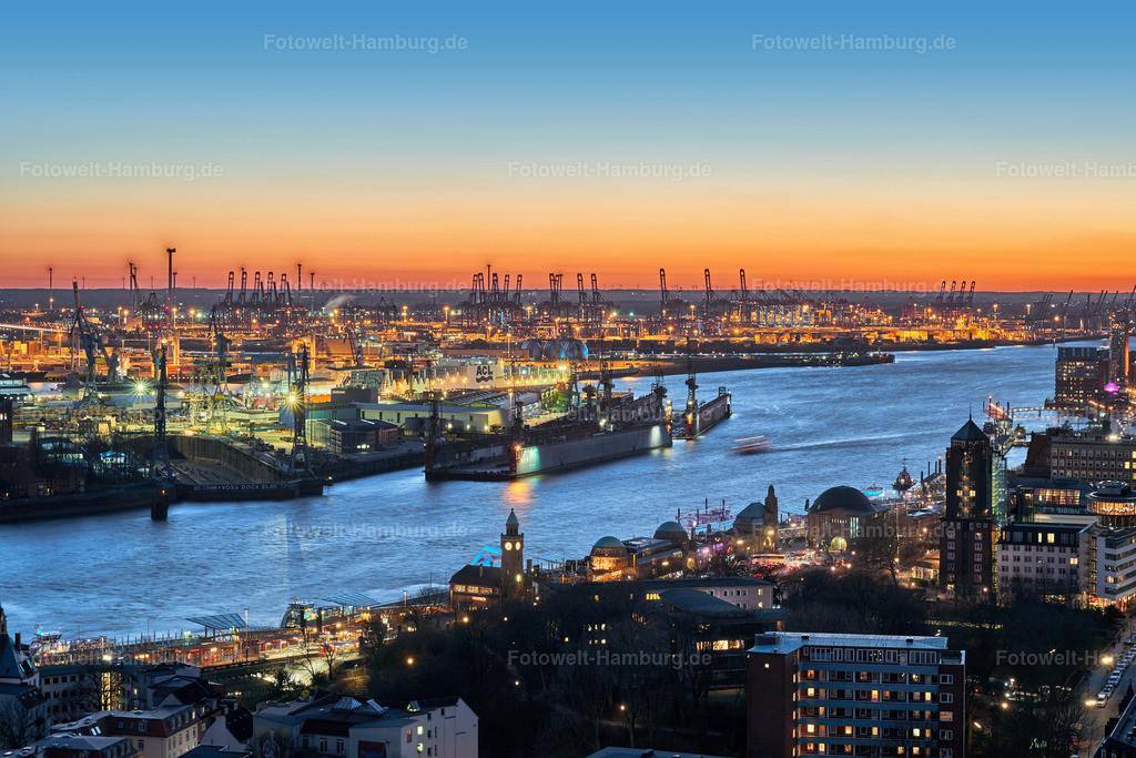 10200120 - Blick auf den Hamburger Hafen am Abend