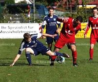Foto: Michael Stemmer | © Michael Stemmer Fußball Bezirksliga West- Saison 2017- 2018 Datum: 15.10.2017 Spiel: SSV Rantzau gegen  SV Rugenbergen II Lars Schulz   (SSV Rantzau) gegen Dimitrios Kokaridas  (SV Rugenbergen II)