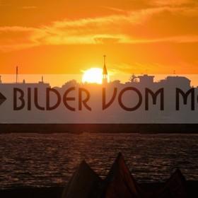 Kitesurfen Bilder bie Sonnenuntergang am Meer | Sky Surfer am MarMenor in Spanien