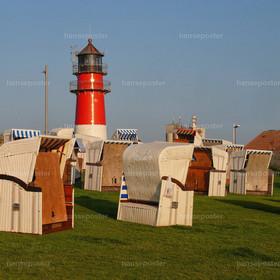 Leuchtturm Büsum mit Strandkorb