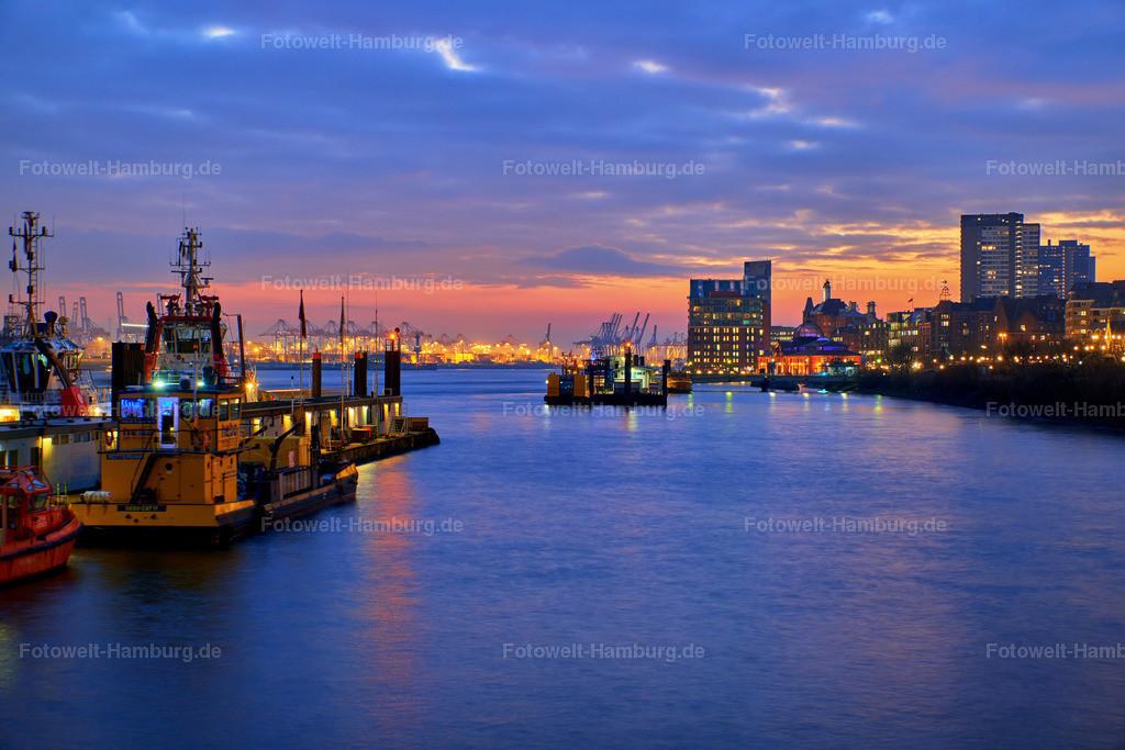 11974932 - Blaue Stunde im Hamburger Hafen
