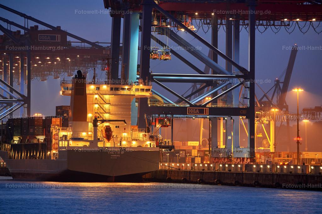10191015 - Waltershofer Hafen bei Nacht | Containerschiff Thetis D im Waltershofer Hafen bei Nacht