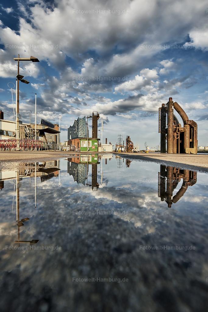10190607 - Wolkenspiegelung | Dramatisches Wolkenspiel an der Überseebrücke mit Blick auf die Elbphilharmonie