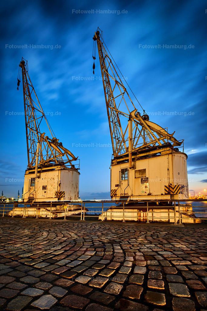 12020867 - Historische Hafenkräne am Abend | Historische Hafenkräne am Altonaer Holzhafen