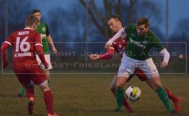 SC Dunum - FC Norden, 18.02.2018 | Fußball, Ostfrieslandliga, Saison 2017/2018, 22. Spieltag, 18.02.2018, SC Dunum (grün/weiß) - FC Norden (rot)