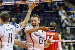2016_023_OlympiaQualiDeutschland-Serbien | Jubel bei den deutschen Spielern KALIBERDA Denys (#6 Deutschland re) und KAMPA Lukas Immanuel (#11 Deutschland li)