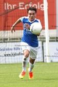 Foto: Michael Stemmer | © Michael Stemmer Fußball, Oberliga- Hamburg, Saison 2016- 2017 Datum: 31.7.2016 Spiel: SV Rugenbergen gegen FC Süderelbe den Ball im Blick: Vedat Düzgüner (FC Süderelbe)