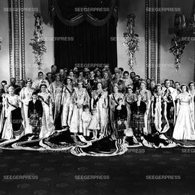England, Grossbritannien, Kšnigin Elizabeth II. mit Ehemann Prinz Philip, Herzog von Edinburgh und den Kindern Prinz Charles, FŸrst von Wales und Prinzessin Anne, Prinzessin Margaret, Kšnigin-Mutter Elizabeth von Gro§britannien sowie angehšrige europŠisch