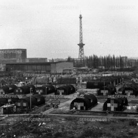 Am Berliner Funkturm FlŸchtlingslager, Lager, Armut, trostlos, Notunterkunft, Unterkunft, Not Elend Nachkrieg Nachkriegszeit, Flucht und Vertreibung 2. II. Weltkrieg sw Foto