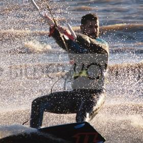 Kitesurfen Bilder Nahaufnahme | Dynamik des Skite Surfers am Mar Menor