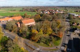 05507_7 | Luftaufnahme der Friedenskirche in 26556 Westerholt, Dornumer Straße, Samtgemeinde Holtriem, Landkreis Wittmund