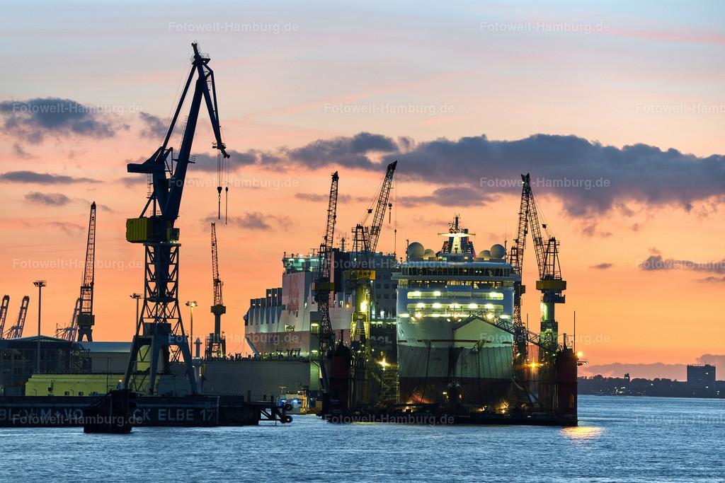 10190920 - Abendrot an den Docks | Blick auf die MS Europa 2 im Dock 10 bei Blohm + Voss in Hamburg