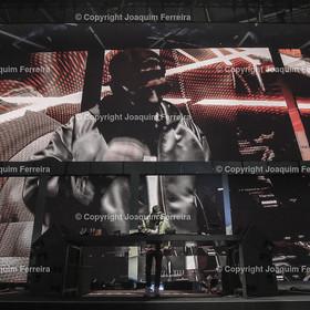180207_LH_0064 | 07.02.2018 Am Mittwoch, den 7. Februar 2018 fand im A380-Hangar am Frankfurter Rhein-Main-Flughafen den 100. Geburtstag des Kranichs. Vor 100 Jahren entwarf der Grafiker und Architekt Otto Firle den stilisierten Vogel als unverwechselbares Symbol für Mobilität und Fortschritt. Das Kranichlogo von Lufthansa hat sich im letzten Jahrhundert zu einem der bekanntesten Markenzeichen entwickelt und repräsentiert heute die erste und einzige europäische 5-Star-Airline. Zum Jubiläum blickt Lufthansa nicht nur stolz zurück, sondern vor allem nach vorne – denn der Geburtstag ihres Wappentiers ist der perfekte Anlass, den Markenauftritt weiterzuentwickeln wirt, dekoll emwirt, deloka, emonline v.l. DJ Robin Schulz, Produzent und Labelbesitzer