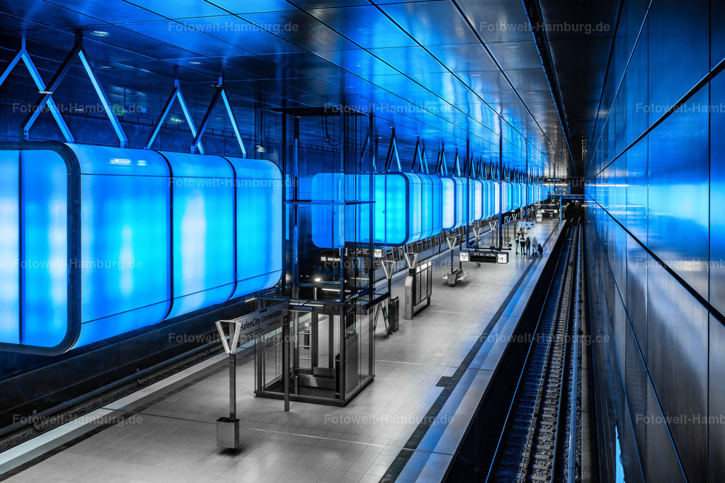 10200215 - Tiefes Blau   Faszinierende blaue Lichtstimmung in der  U-Bahn Station Hafencity Universität.