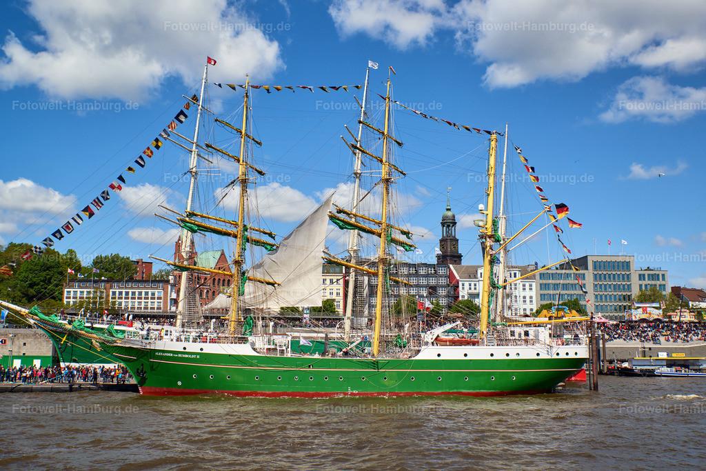 10190507 - Alexander von Humboldt II | Blick auf die Alexander von Humboldt II und den Michel beim Hafengeburtstag 2019.