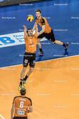 2016_0030_BLM_Finale3_BRVolleysFriedrichshafen | Zuspiel Tsimafei Zhukouski (BRVolleys #11) mit Paul Carroll (BRVolleys #12) und Felix Fischer (BRVolleys #6)