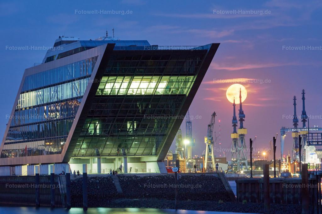 11801252 - Mondaufgang hinter dem Dockland