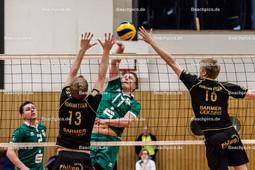 2016_045_BL2M_LindowGransee-Essen | Angriff Paul Boock (Lindow-Gransee #17) gegen Block David Wiesche (Humann Essen #13) und Jan Holthausen (Humann Essen #16)