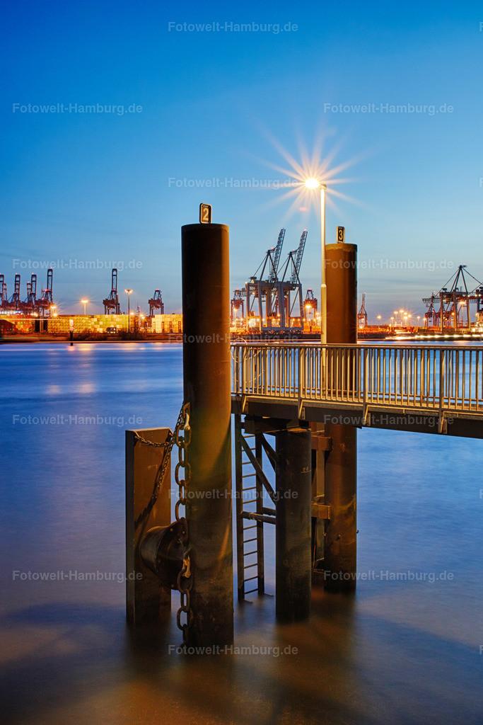 11899171 - Blaue Stunde im Hamburger Hafen